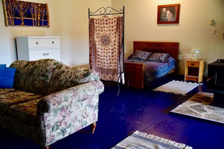 Cozy Open Concept Cottage
