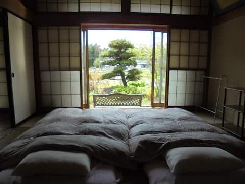 Ryokan style. Japanene classic gesuthouse