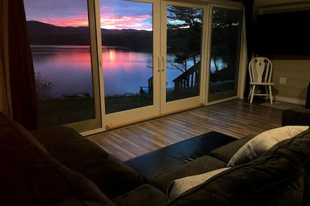 Waterfront 1-bedroom apartment on 5 acres