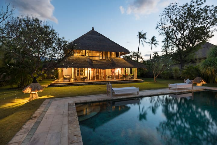 Luxurious Two Bedroom Private Villa on the beach