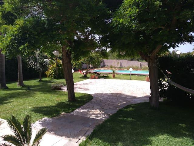 VILLA with swimmingpool at San Foca