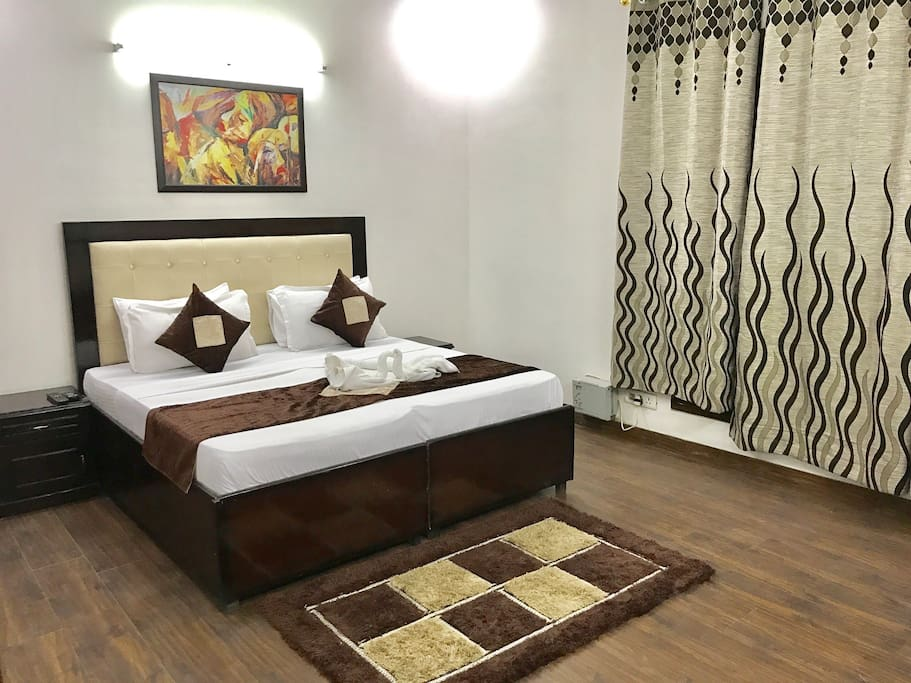 """King Bed with premium 8"""" mattress and Flat screen TV with Tata Sky HD"""