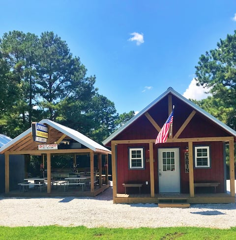 1/4 mi to Lake Hartwell/Lockable Boat Shed-cabin2
