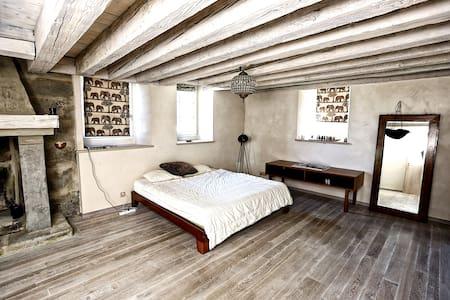 ELIZABETH TAYLOR Suite - Le Mont-sur-Lausanne