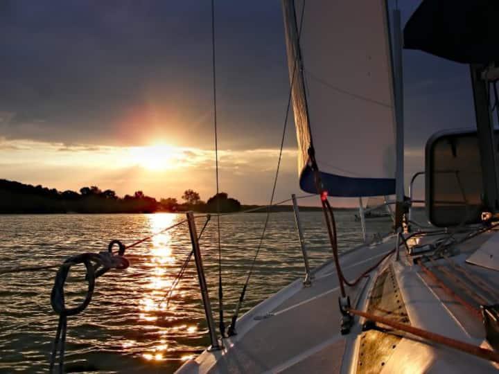 40' SAILING YACHT-private marina/secure in slip/AC