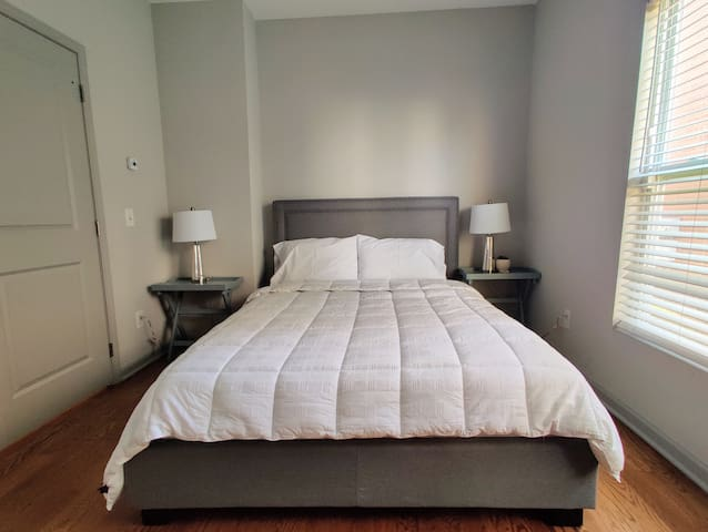 ◊ASHLEY ROOM◊ Spacious, 1st Floor room, South OSU