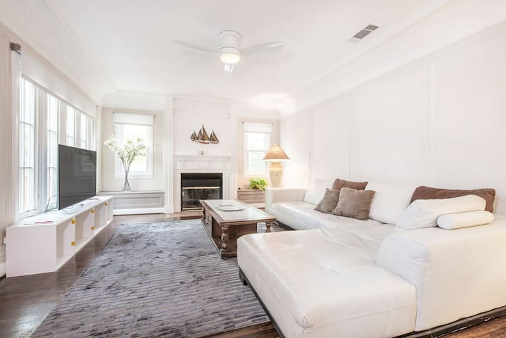 Stunning 3 Bedroom Home On Melrose - Perfect For Entertaining