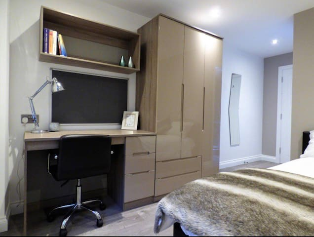 6 Comfortable double bedrooms with private bathrooms