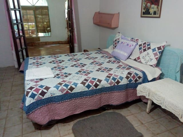 Habitación en Tartagal, fresca, limpia, luminosa.