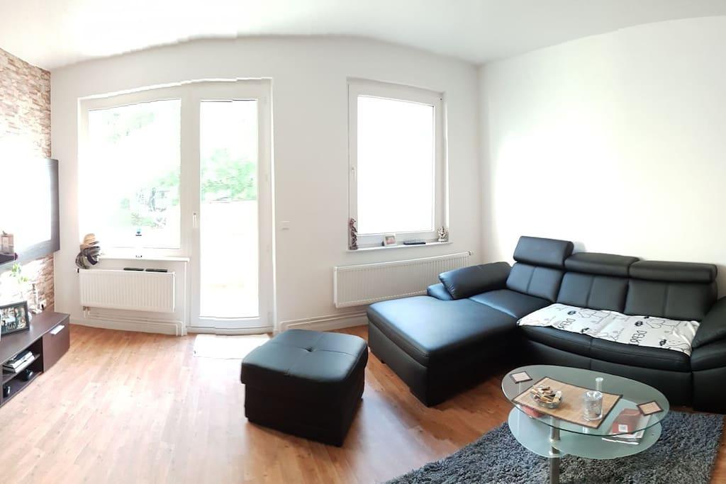 Wohnzimmer + ausklappbare couch