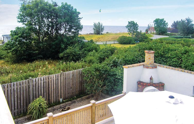 Holiday cottage with 3 bedrooms on 115m² in Beddingestrand