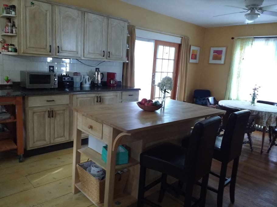 Open and bright kitchen to enjoy breakfast and coffee