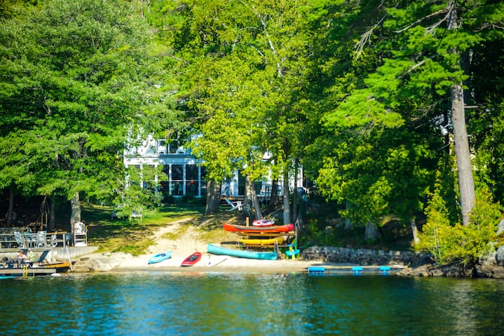 sleep 22, 10 br  7 baths, hot tub, lakefront, view