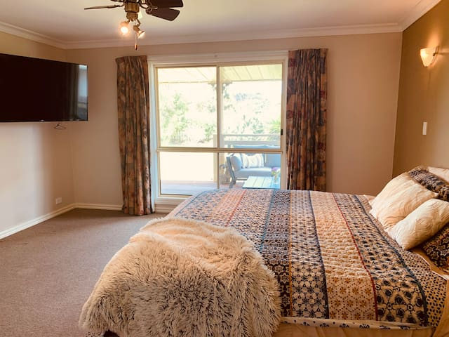 Main Bedroom with walk in robe and ensuite. king size bed with TV