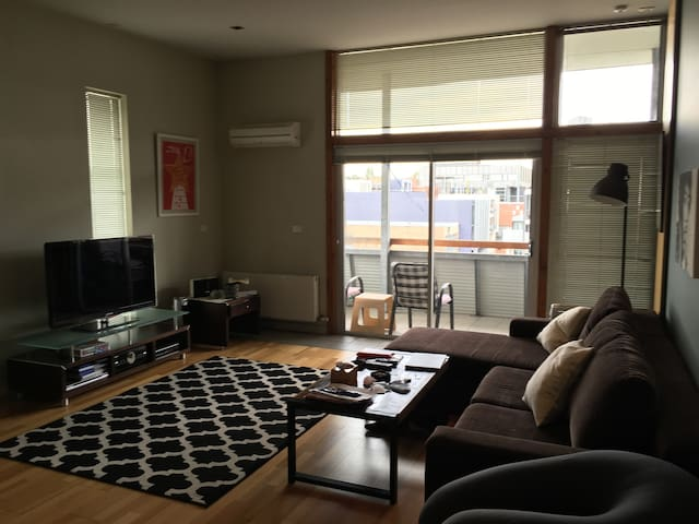 A new, one queen bedroom apartment - Saint Kilda - Apartamento