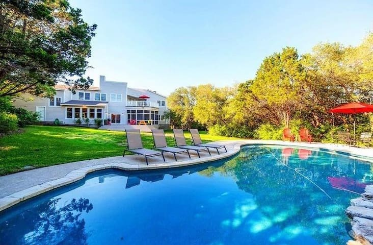 Executive FUN HOUSE: Pool, Poker & Ping Pong 2.5ac