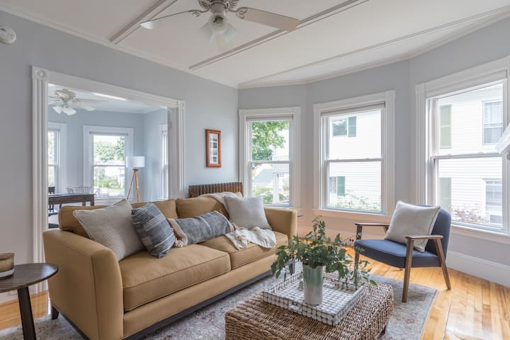Stylish 3 BR Portland Apartment Close to Downtown
