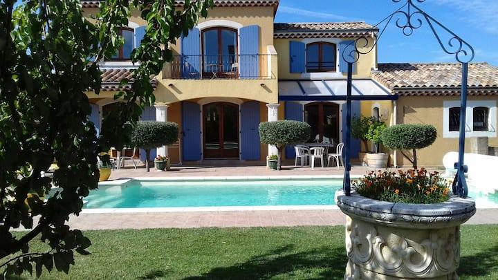 Villa Noisette avec piscine privée (8 voyageurs)