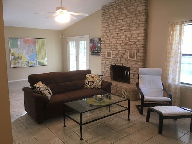 North Austin 30-60 day stay in quiet house