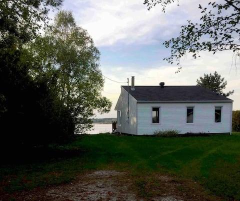 Quiet waterfront cottage - Vauvert area