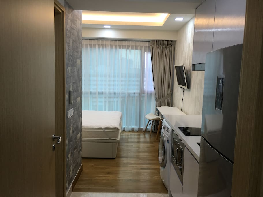 Luxury 1 bedroom studio with ensuite bathroom and kitchenette, LCD TV with Chromecast