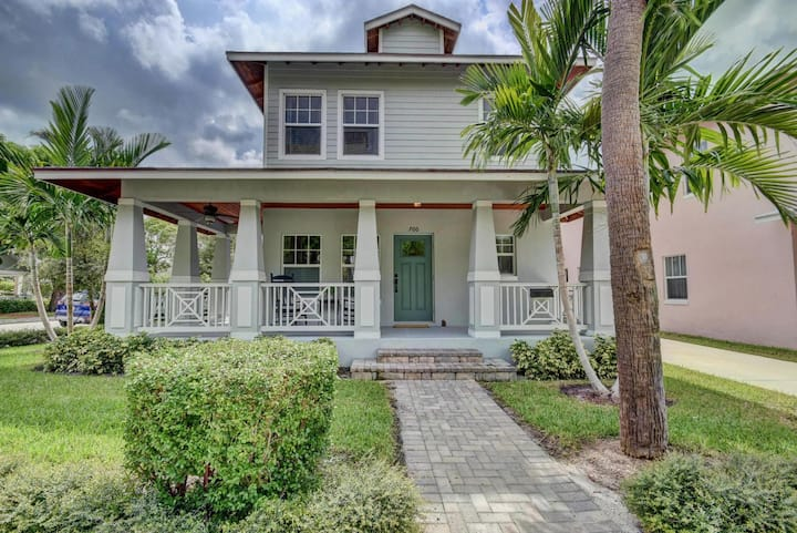 Grey Mist   Modern 3bd/2ba on Quiet Street