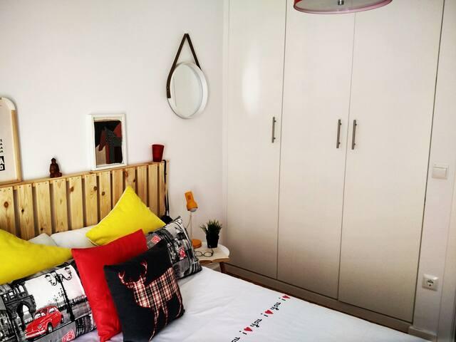 cozy private rooms next to the beach-sciences city - València - House