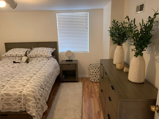 Canyon Rim Renovated 1BD full Mother in Law