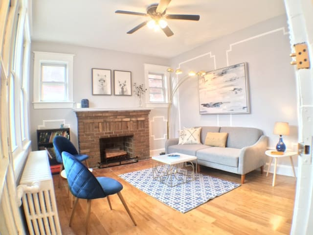 3 BED (+3 futons) w/ PARKING by METRO