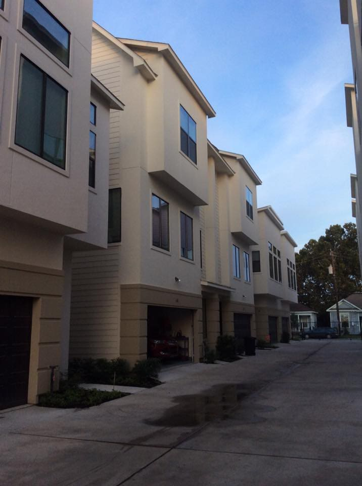Built in 2016 three story townhouse