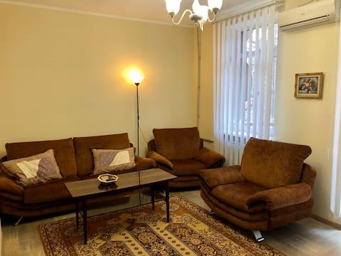 شقة 3 غرف ، مركز ، حي هادئ