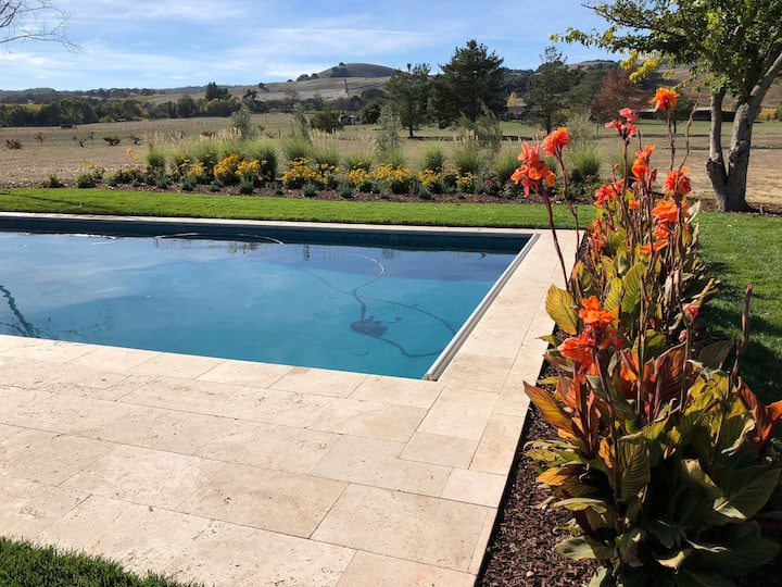 Single story home with pool near Sonoma Plaza