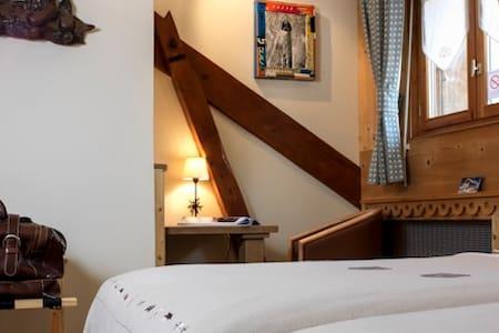 Petite chambre mansardée confortable dans un B&B - Chamonix-Mont-Blanc