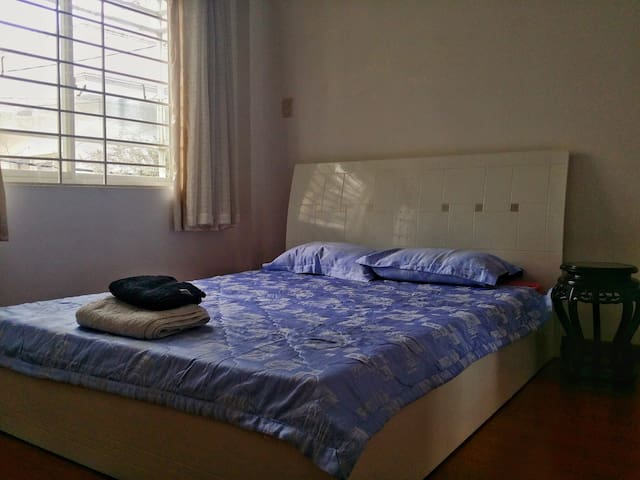 Local&Cosy bed&bathroom+AC near the airport and D1 - Ho Chi Minh City - House