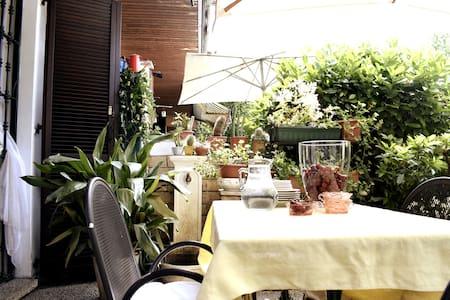Casa con giardino privato,vicina al parco di Monza