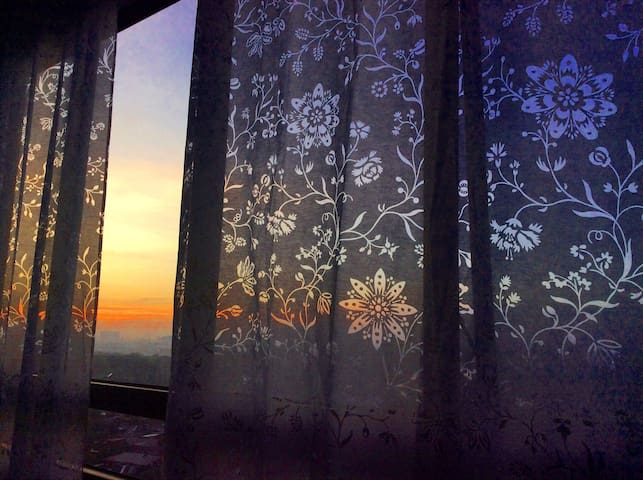 Watch sunrise comfortably in bed.