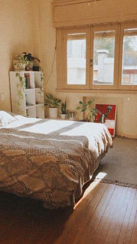 Hermosa habitación en apartamento de Pocitos