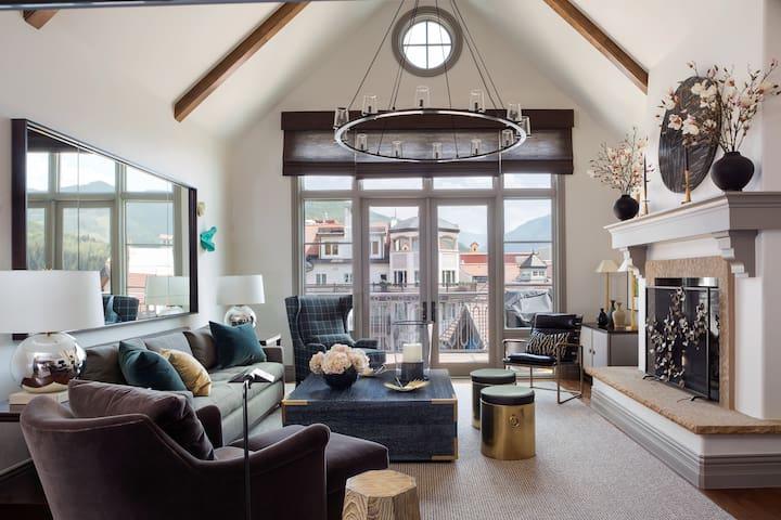 Arrabelle Views Ski-In/Out Penthouse Pop Art Villa