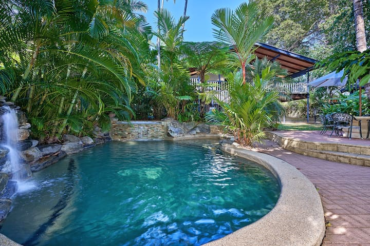 Stratford Cottage –  Tropical Tranquility & Charm