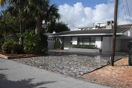 4 bed/4,5 bath Beach House in Fort Lauderdale