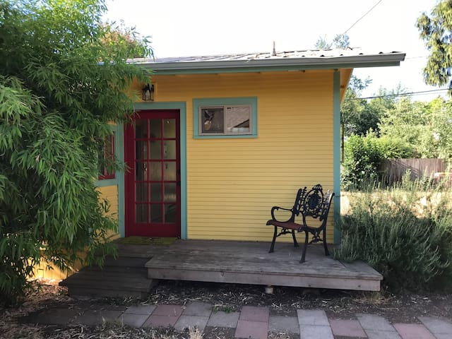 The Rosemary Cottage in the Whiteaker Neighborhood