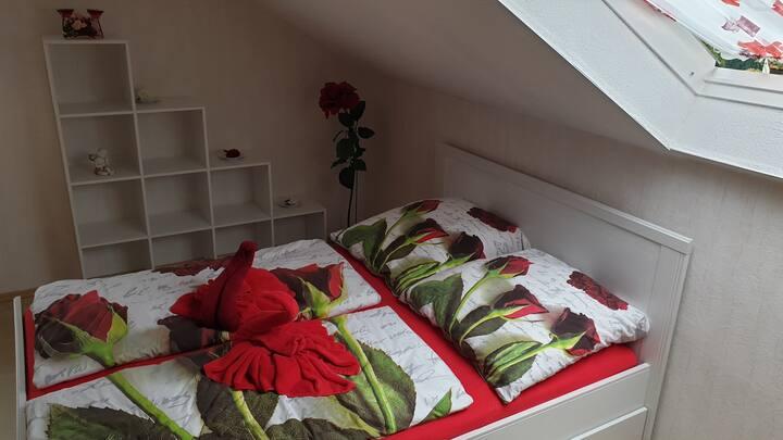 gemütliches Rosenzimmer im nördl.Schwarzwald
