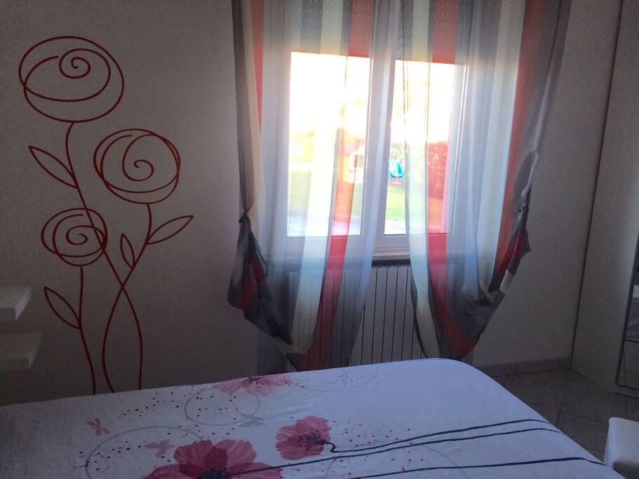 Ampia camera da letto matrimoniale