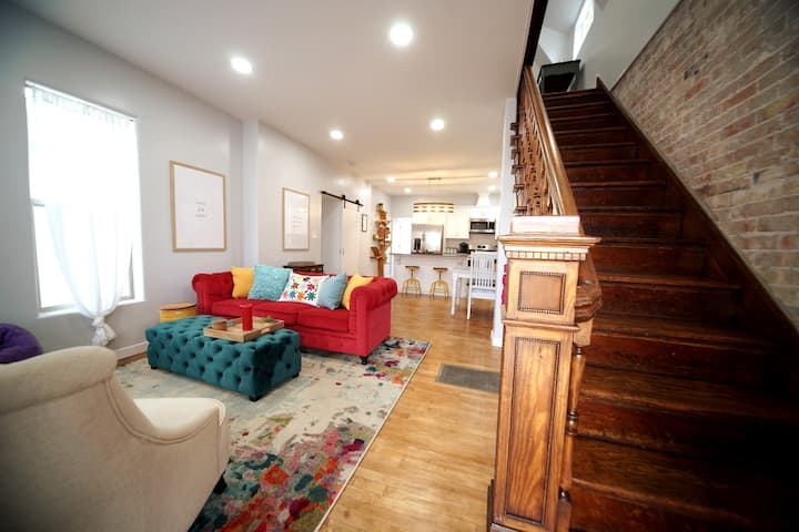 Luxurious Renovated Gem in Convenient Location!