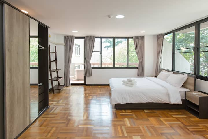 1-Min from BTS Nana: Luxurious 1BR for 2PAX