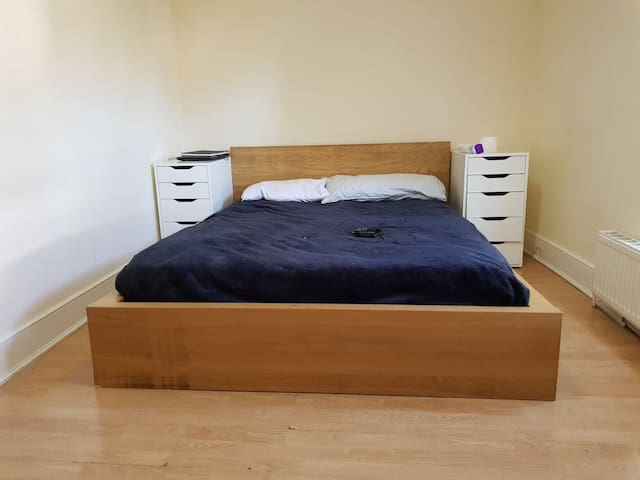 LONDON    Cosy  BEDROOM in LONDON