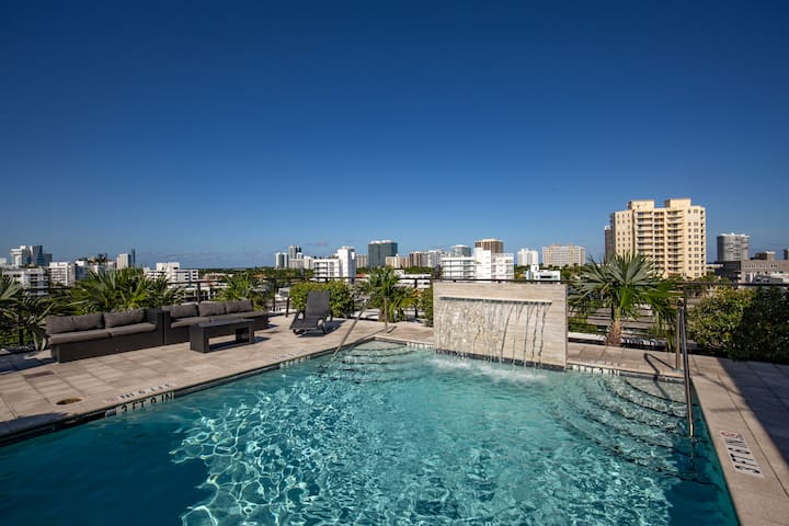 Big 2 Bedroom+Balcony | Roof Top Pool | Bay Harbor