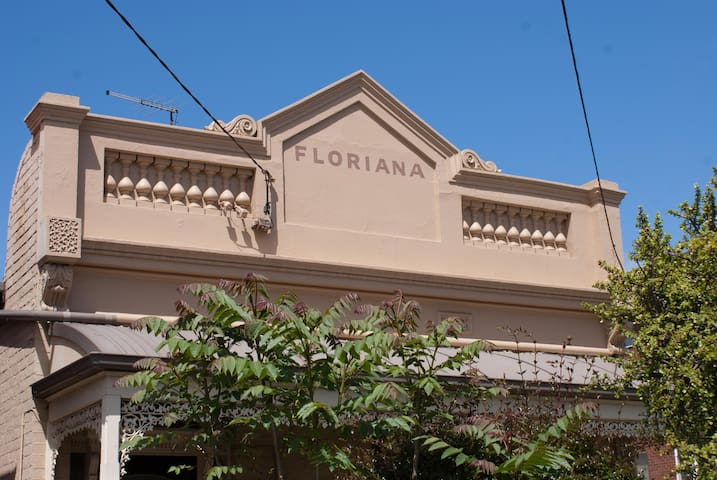 Floriana, a Toorak gem close to all amenities - Toorak - Hus