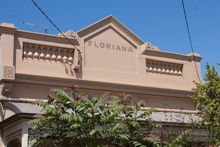 Floriana, a Toorak gem close to all amenities - Toorak