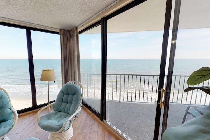 Luxury Oceanfront 2 Bedroom with Free Water Park, Aquarium, Golf & More Every Day! OOP1002
